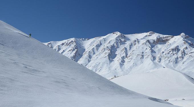 Skitouring w Zardkouh (fot. Mohammad Hajabolfath / mountainzone.ir)