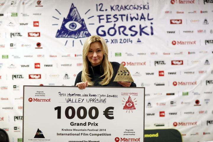 The jury member Martyna Wojciechowska is presenting the Grand Prix KFG 2014 (fot. Wojciech Lembryk / KFG)