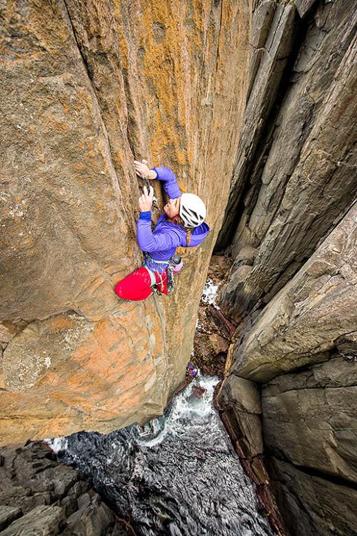 """Hazel Findlay na pierwszym wyciągu drogi """"The Free Route"""" (25) na Totem Pole, Półwysep Tasmana, Tasmania (fot. arch. Hazel Findlay)"""