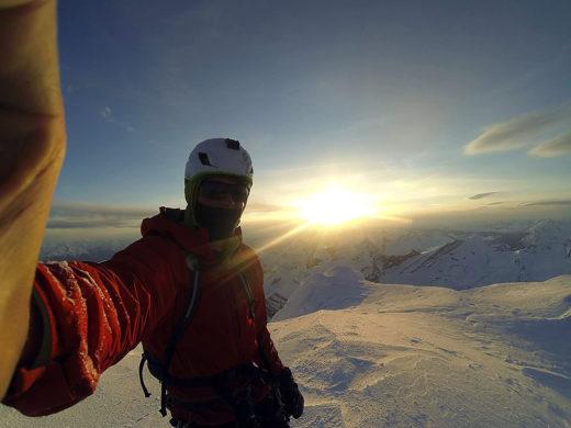 Marc-André na szczycie Mount Robson po przejściu Emperor Face (fot. arch. Marc-André Leclerc)